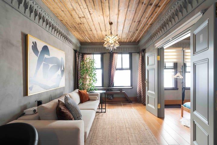 Modern Wooden Flat w/Netflix &Home Theater @Taksim