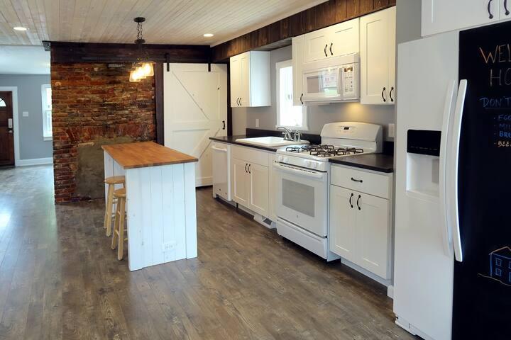 3 bedroom house in Pittsburgh, walk to Heinz Field - 피츠버그(Pittsburgh)