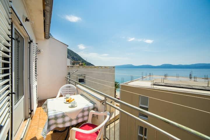 Mirna - Comfort Studio Apt with Balcony & Sea View