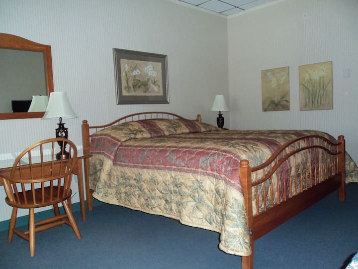The Depot Square Inn - Room 525