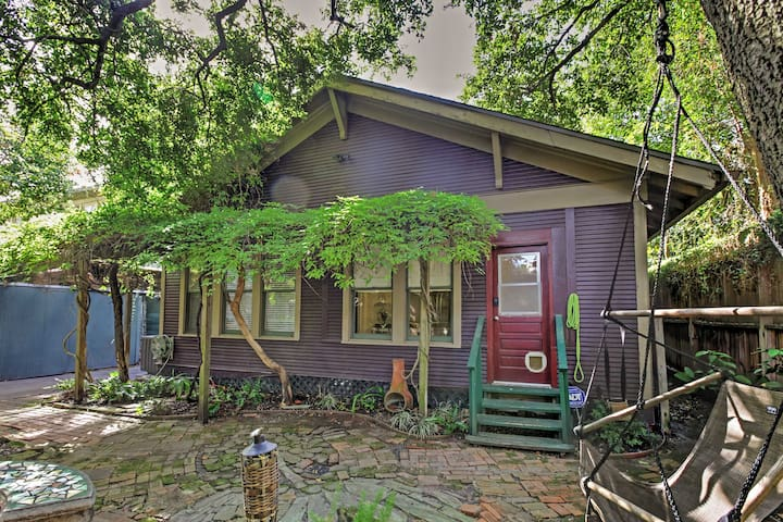 Cozy Houston Home w/Yard Near Downtown Attractions