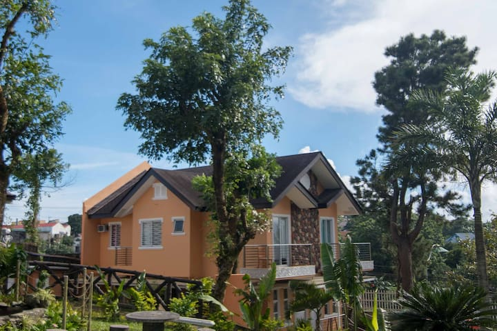 Romantic Tagaytay Duplex with Jacuzzi