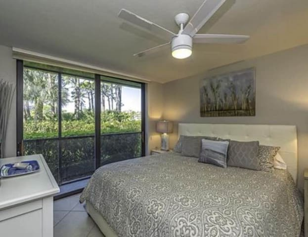 1BR/1BA Sleeps 4 Bonita Bay Wild Pines