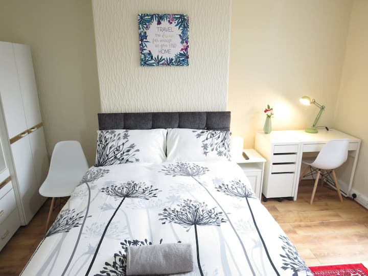 Bright, Sunny, double bed with parking and garden.