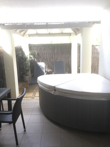 Gorgeous 1 bedroom with jacuzzi spa