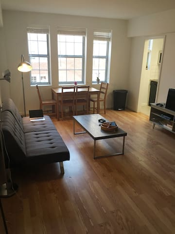 Spacious and modern 1 bedroom apartment