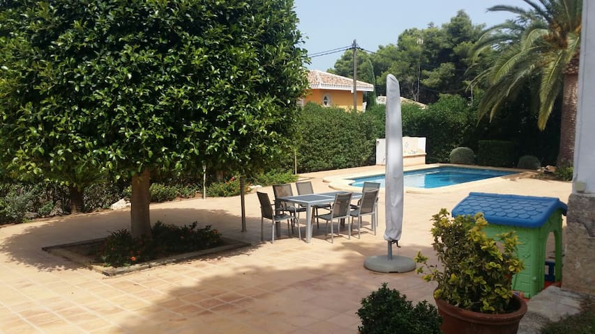 Very quiet chalet in the best area of Javea - Jávea - Hytte (i sveitsisk stil)