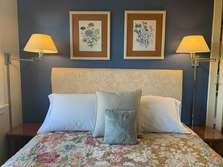 Chanticleer Inn: Fleur, mountain-view, suite-style