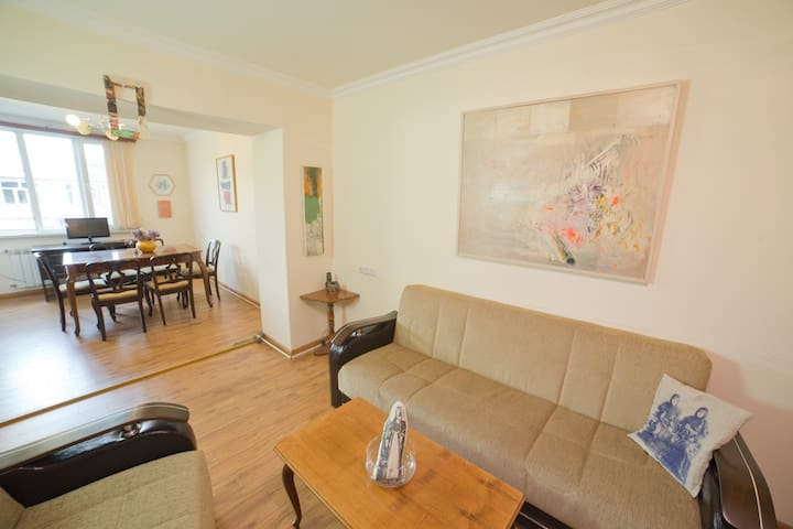 Art Apartment in the Hearth of Yerevan - Jerevan - Huoneisto