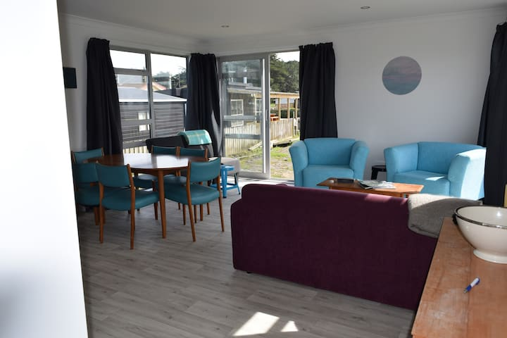 Brand new, stylish and comfortable bach - Foxton Beach - Huis