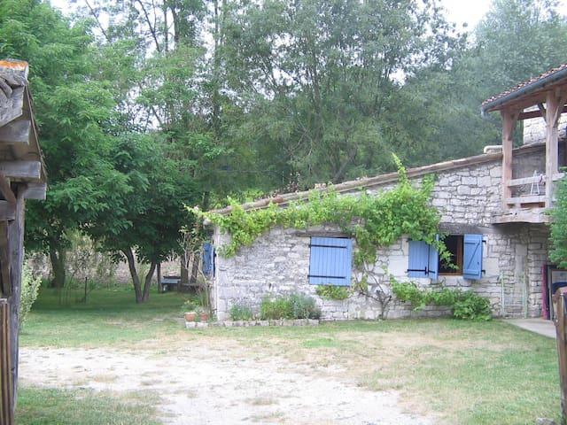 Petite maison en pierre à Lasgonies - Masquières - Rumah