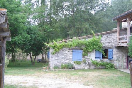 Petite maison en pierre à Lasgonies - Masquières