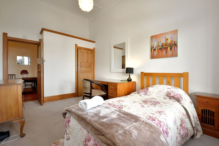 GIRLS PRIVATE SINGLE ROOM - ROYAL OAK MANSION A2 - Auckland - Bed & Breakfast