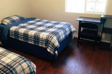 Discount for 1 person; by Superhost; Tax free - West Covina - Σπίτι