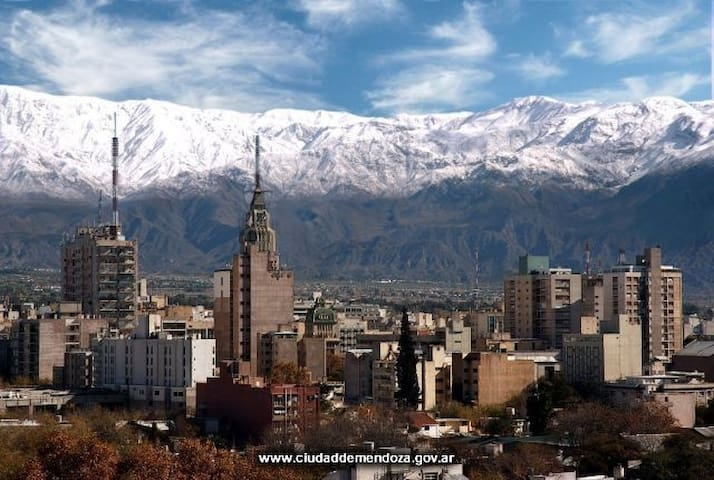 Apartment with view to the city and mountains. - Mendoza - Departamento