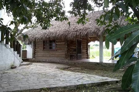 Paraiso en Huasteca Potosina, Cabaña blanca