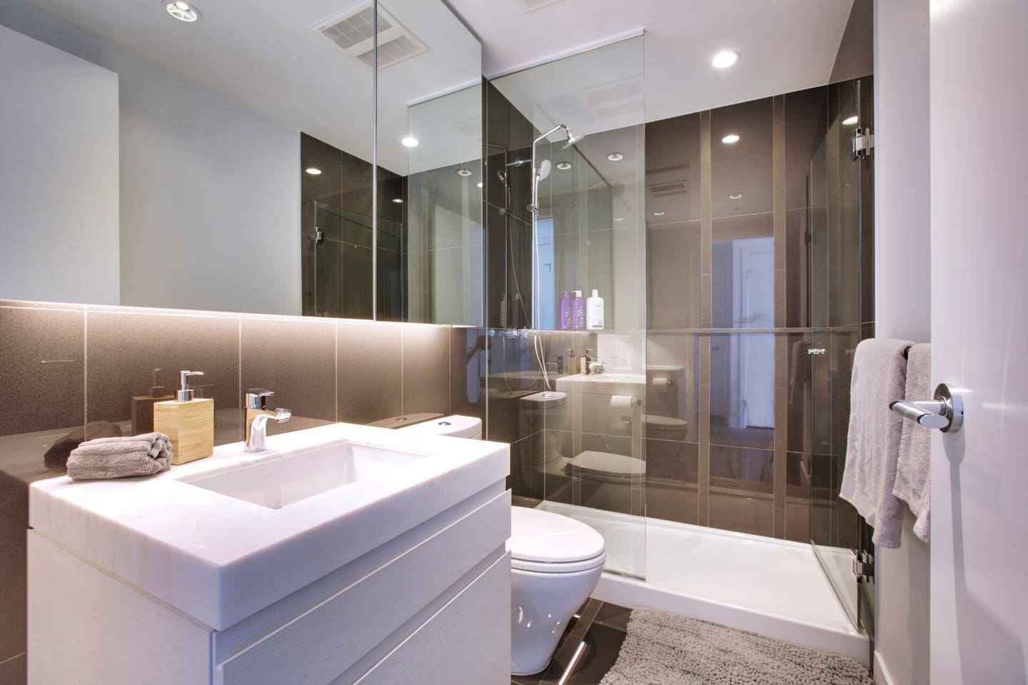 卡城现代全新精品高级公寓 calgary modern 2br brandnew condo