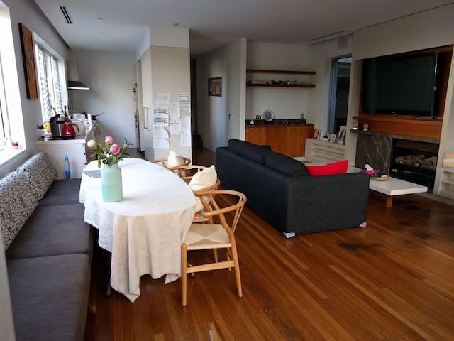 Large modern house w/ pool 2 min to Tamarama beach - Tamarama - Casa