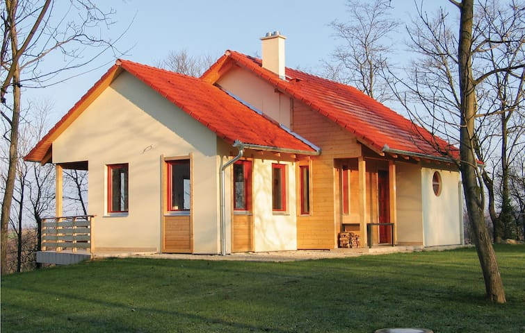 Holiday cottage with 4 bedrooms on 93m² in Szólád