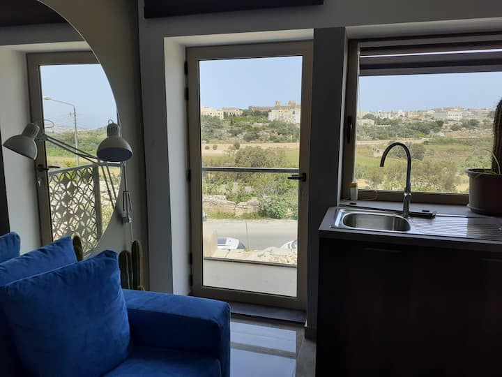 3 bedroom Apt very close to Mdina with views