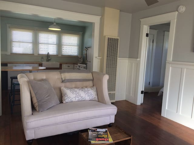 Easy Breezy Portside Guesthouse - Los Angeles - Huis