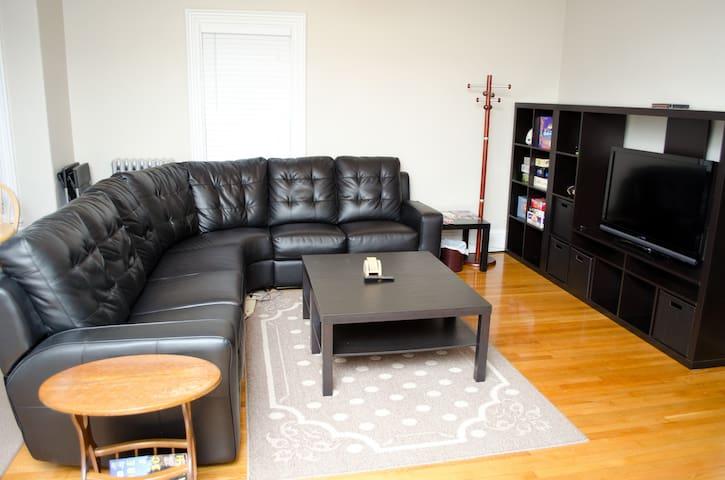 Comfy, spacious Boston home 3BR/2BA - Boston - Casa