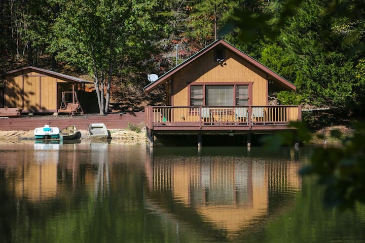 Knott`s Landing - One-of-a-kind floating water cabin, 15 minutes from downtown Helen