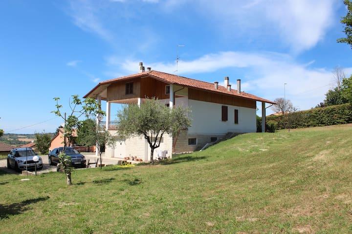 Villa in collina con vista mare