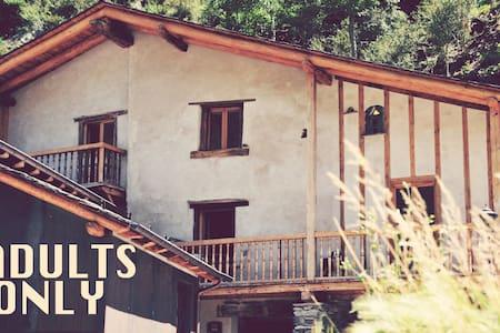 Casa rural Cal Batlle B&B, Adults Only - La Cortinada - Bed & Breakfast