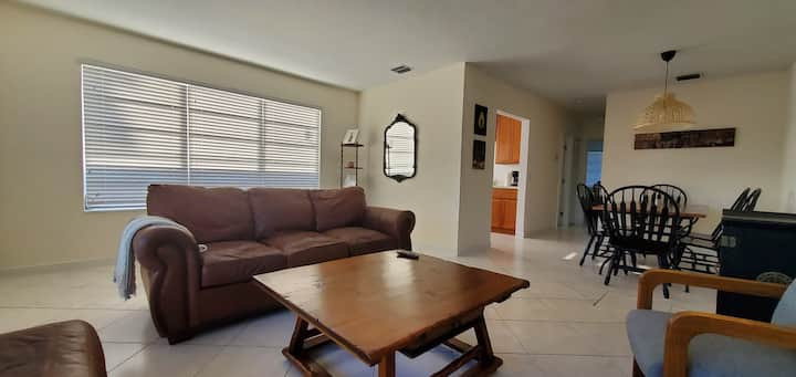 Entire Apartment 10 minutes away from the beach