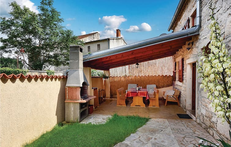 Semi-Detached with 2 bedrooms on 57m² in Peruski