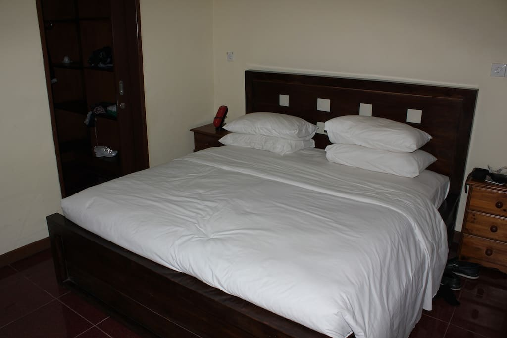 Main Bedroom with ensuite and walk in robe.