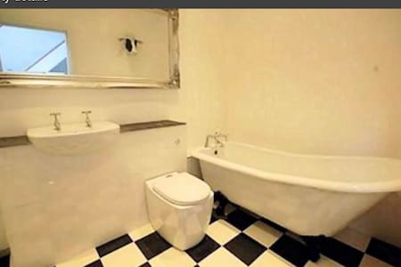 Converted Vestry with brand new  kitchen bathroom - Huis