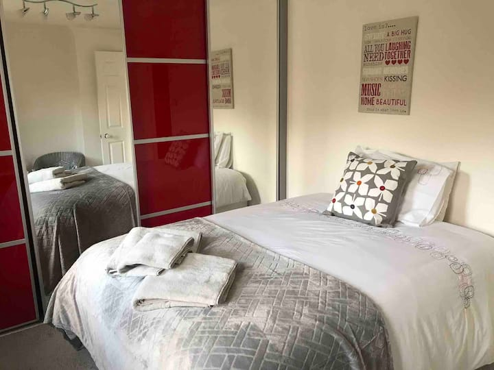 Double Room TV*BT Infinity*Off Rd Parking*Near PH*