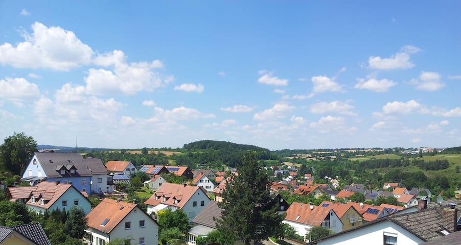Stilvoll wohnen mit tollem Ausblick - Nittendorf - Huoneisto