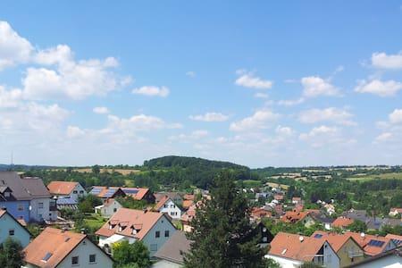 Stilvoll wohnen mit tollem Ausblick - Nittendorf - Wohnung