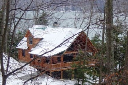 Luxury lakeside Log Cabin in forest - Skaneateles - Dom