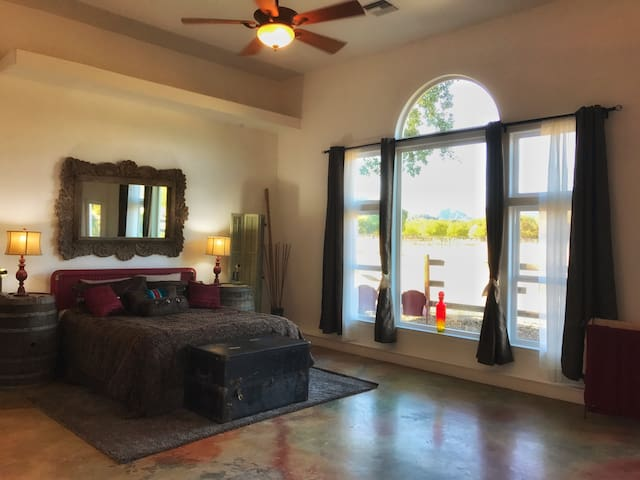 Country Getaway, stunning views, Ranch, ClearLake