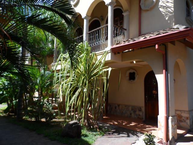 2 Bedroom Villa in Gated Community - Tamarindo - Casa