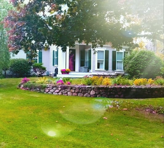 Great Home for the Solo Traveler - Stay with Us!! - Sherborn - House