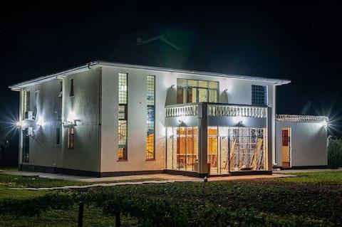 Villa (4) Del Sol: Villa and Cruise Boat