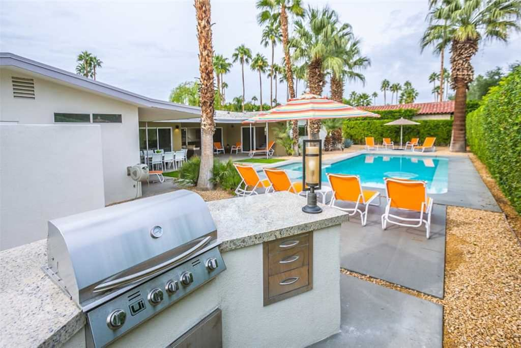 BBQ TO POOL - HOUSE OF 57 - PALM SPRINGS VACATION RENTAL POOL HOME