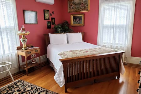 Kingsford Higgins B&B, Private Bedroom & Bath