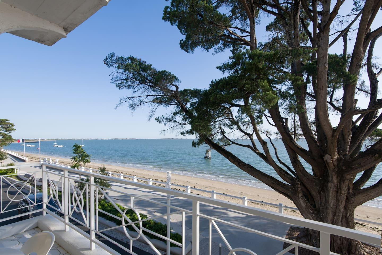 Vue du balcon de 14m² sur le nouveau Boulevard et la plage de Saint-Trojan