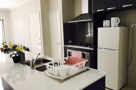 Cozy Holiday House - Gosnells - Talo