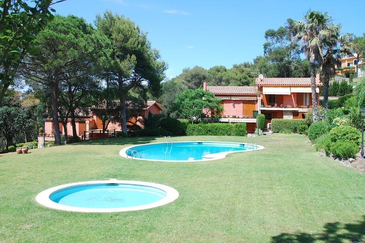 Beautiful holiday home in Llafranc with swimming pool and children's pool