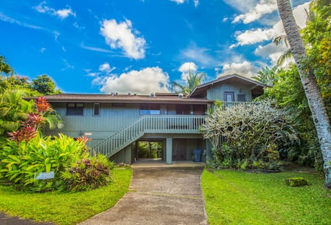 Immaculate & Beautiful -  Close to Beach and Town
