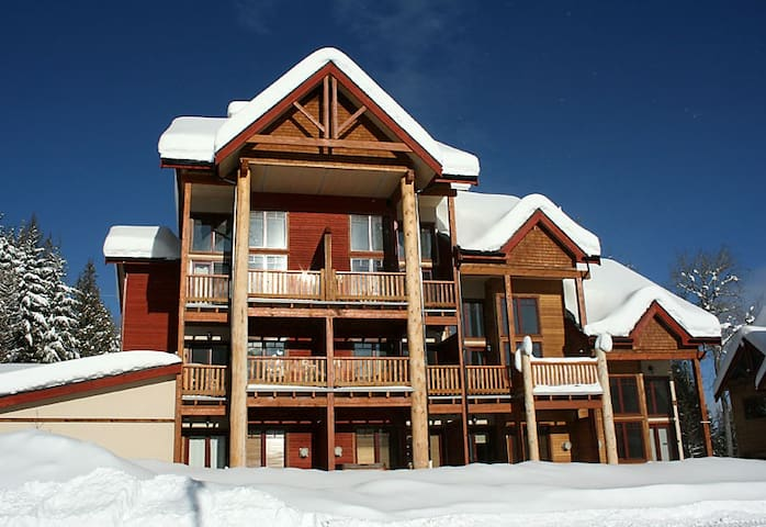 Luxuy,  Private Jacuzzi, Ski-in, Leather Sofas, - Rossland - Kondominium