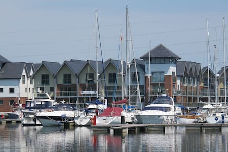 Yachtsman's Tower Waterside home - East Cowes