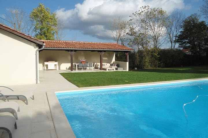 Luxurious Holiday Home in Buzon with Private Pool